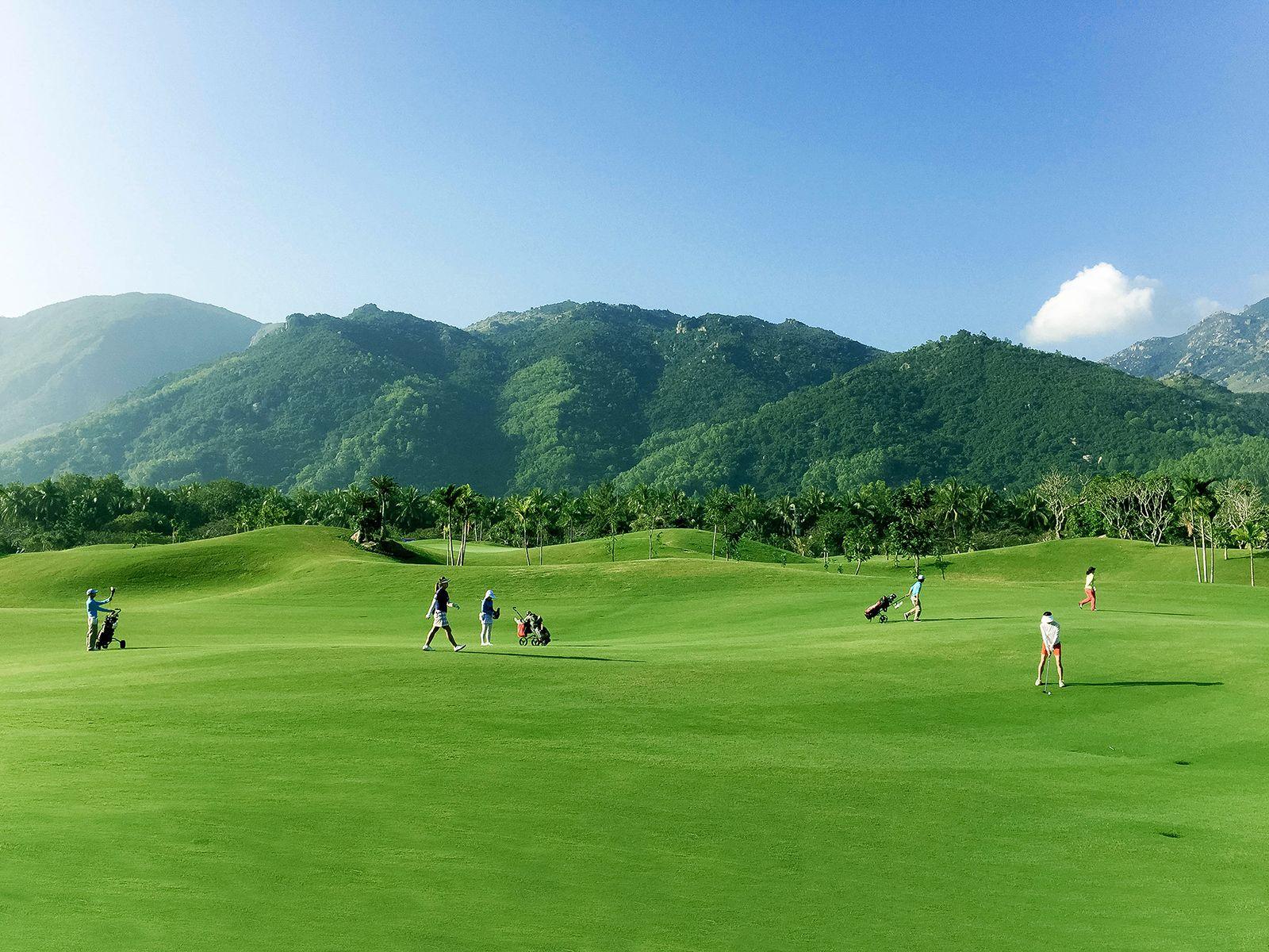 Golf at Diamond Bay Golf & Villas