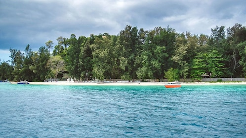 Snorkeling Tour to 4 Islands and Emerald Cave From Koh Lanta