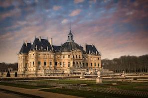 VAUX-LE-VICOMTE, FONTAINEBLEAU - Day-trip from PARIS