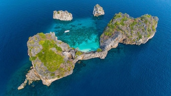 Snorkelling Tour to Rok and Haa Island From Koh Lanta