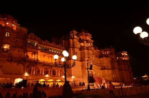 Udaipur City Palace Sound and Light Show with Transfers
