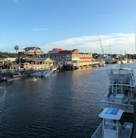 Shem Creek Bar and Restaurant Tour