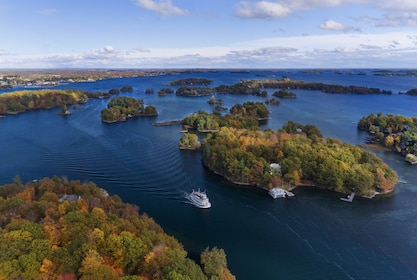 Panoramic view of cruise ships in the Thousand Islands