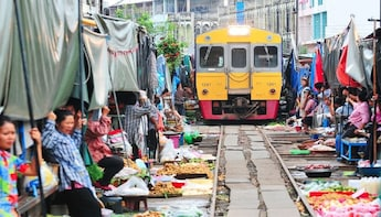 Full Day Maeklong Railway Market and Damnoen Saduak Market