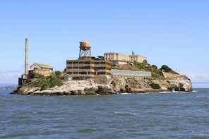 Alcatraz and Wharf Lunch Credit
