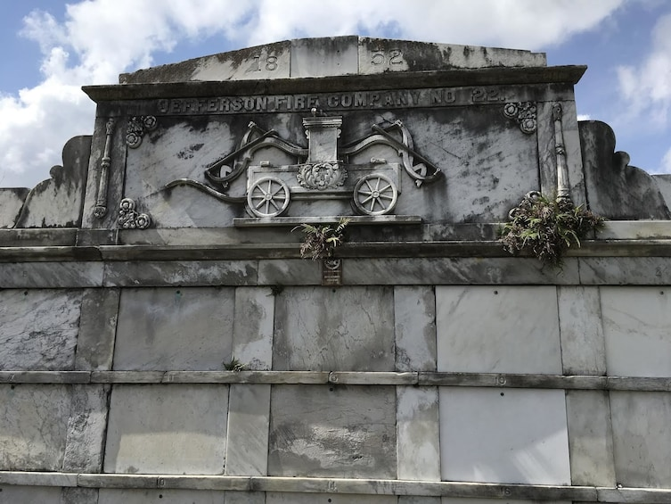 Discover the history of New Orleans facinating cemeteries
