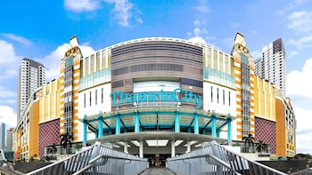 Private FullDay Jakarta Shopping Tour with Travel Insurance