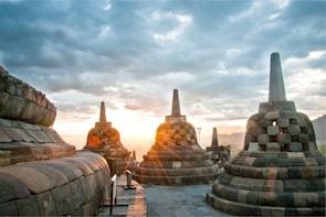 From Yogyakarta: Borobudur Sunrise, Mount Merapi & Prambanan