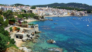 Girona and Costa Brava Small Group tour with Hotel Pick-Up