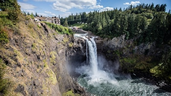 All-Inclusive Wine & Waterfall Small Group Tour from Seattle