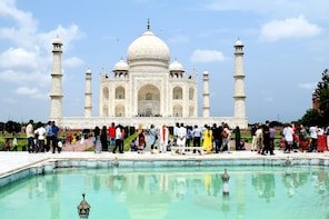 Full Day Taj Mahal & Agra Tour by Gatimaan Train from Delhi