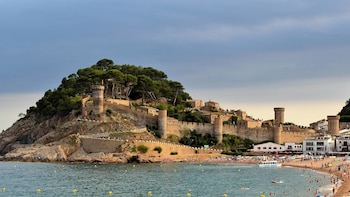 Costa Brava and Boat Ride with Small Group & Hotel Pick-up