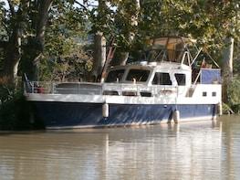 Private, scenic cruises on the Canal du Midi