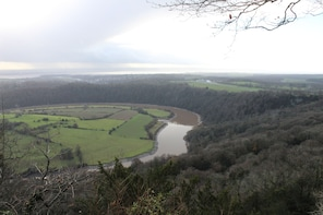 Hike around the beautiful river Wye Valley and Tintern Abbey