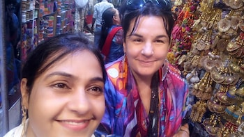 Customized Delhi Shopping Tour with Female Consultant