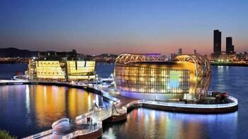 Seoul: Sevit Some & Palace Night Tour