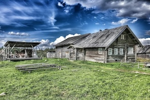 Private Tour to the Traditional Karelian Village Kinerma