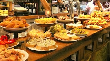 Private Gastronomy Tour: Selection of Tapas in Barcelona