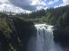 Up to 14 Pax: Private Seattle City, Wine & Waterfall Tour