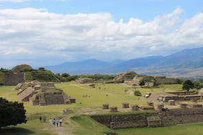 Monte Albán, Military Capitol of the Zapotecos