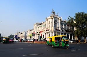 Delhi Shopping: Connaught Place, Janpath with Guide & Dinner