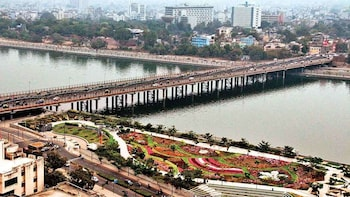 Private sightseeing Tour of Ahmedabad with guide & transport