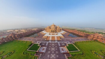 Private Sightseeing in Ahmedabad with Akshardham Temple Trip