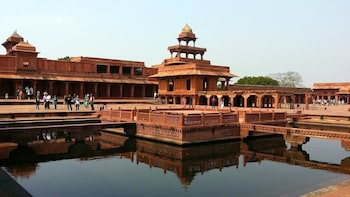 2 Days Agra & Fatehpur Sikri Tour From Lucknow