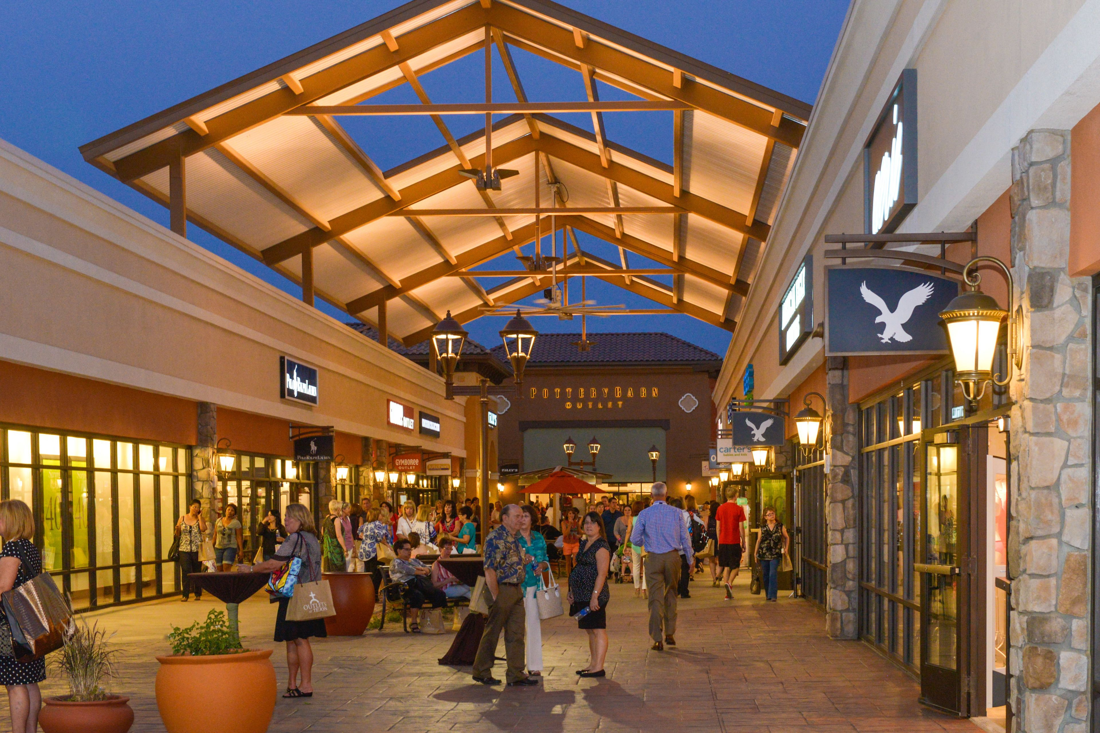 Outlets at Tejon Shop & Play