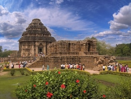 Bhubaneshwar Tour: Konark Sun temple & Fishermen's Village