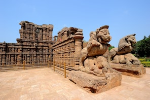 Bhubaneshwar Heritage Tour: Konark Sun Temple & Puri Temple