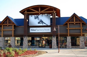 Outlets at Silverthorne Shop & Play