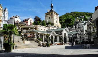 Karlovy Vary full-day bus tour & Lunch
