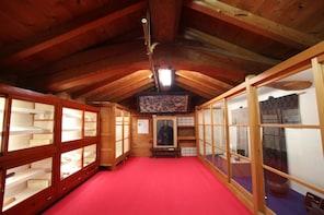Fukui Taxi Tour: Kutani Ware & Japan Heritage Kitamaebune