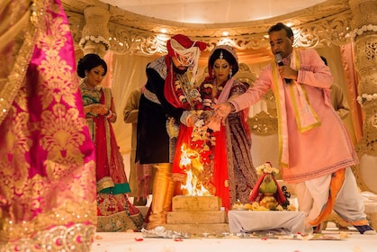Solemn Hindu Nuptial Ceremony with Taj Mahal Tour
