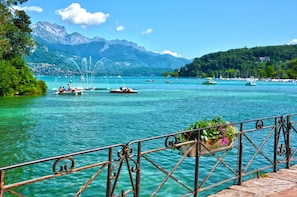 Lake Annecy Day Trip