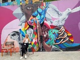Comuna 13 Graffiti Tour with Metrocable