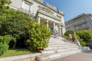 Private Guided Tour of the Cycladic Art & Benaki Museum