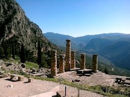 Private Tour to Delphi, Arachova, & Hosios Loukas Monastery