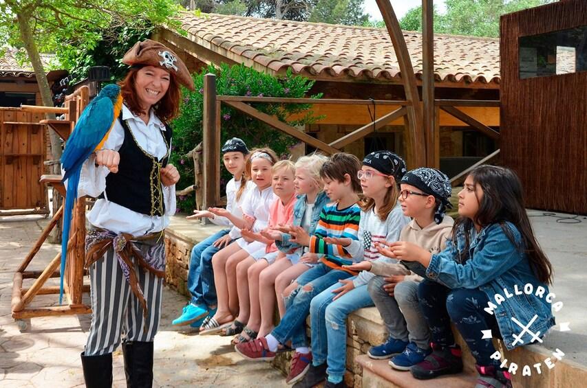 Show item 1 of 7. Familien Piratentour