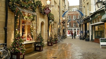 Cambridge at Christmas Private Walking Tour in Spanish