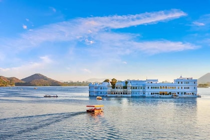 Lake-Pichola-in-Udaipur.jpg