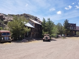 VIP Ghost Town Gold Mine Tour (Optional Red Rock Sunset)