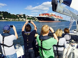 Cruise and Sail - explore port and river in Hamburg
