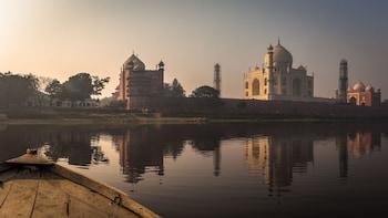 2 Days Taj Mahal Tour With Fatehpur Sikri From Ahmadabad