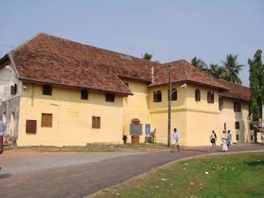 Kerala-style-building-of-Mattancherry-Palace.jpg
