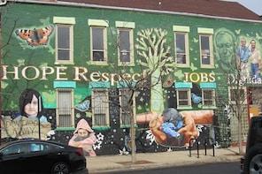 Chicago's Pilsen Neighborhood Street & Public Art Private Tour