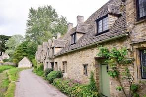 Oxford, Cotswolds & Stratford-Upon-Avon Day Tour From London