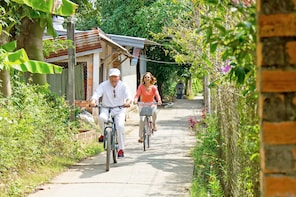 Explore the Local Life in Mekong Delta by Bicycle