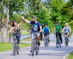 Koh Kret Island Bike Tour from Bangkok